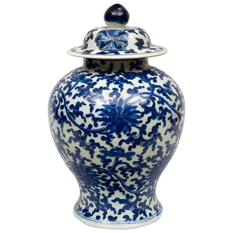Chinese Porcelain Blue And White Baer Vase Lid For