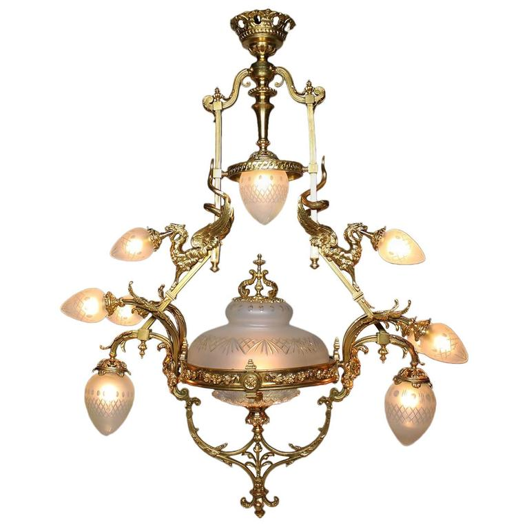 French Belle Epoque 19th-20th Century Neoclassical Style Gilt-Bronze Chandelier For Sale