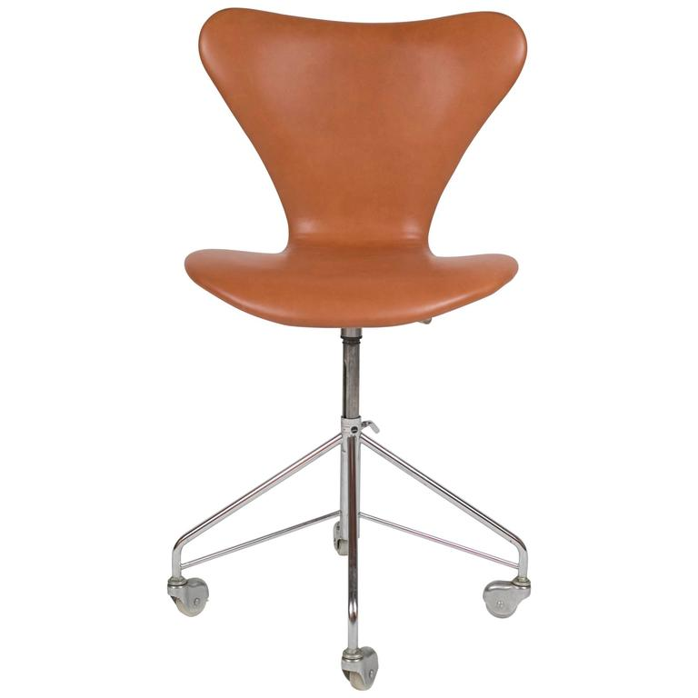 Model 3117 Leather Swivel Desk Chair by Arne Jacobsen for Fritz Hansen