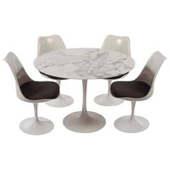 Tulip Dining Set Table and Chairs by Eero Saarinen for Knoll International 1970s