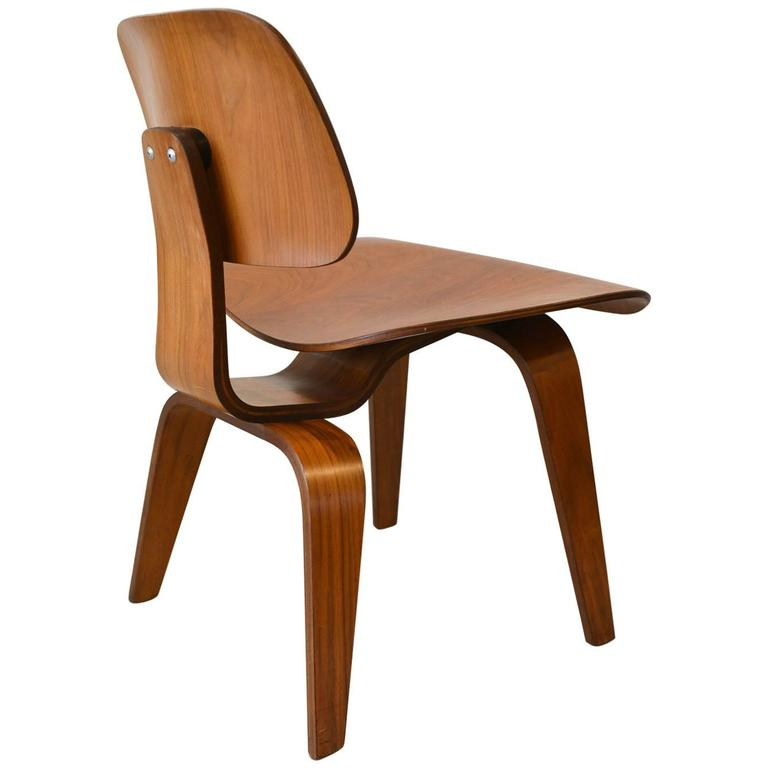 Delicieux Vintage Eames DCW Molded Plywood Chair, Circa 1970 For Sale