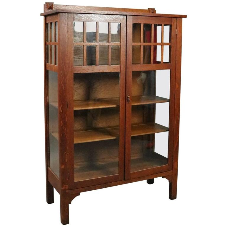 Antique Arts & Crafts Mission Oak China Cabinet, circa 1910 For Sale - Antique Arts And Crafts Mission Oak China Cabinet, Circa 1910 At 1stdibs