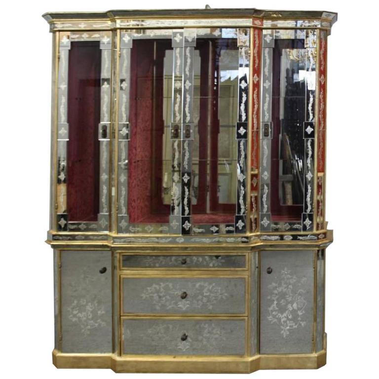 Hollywood Regency Italian Églomisé Gl And Mirrored Breakfront China Cabinet For