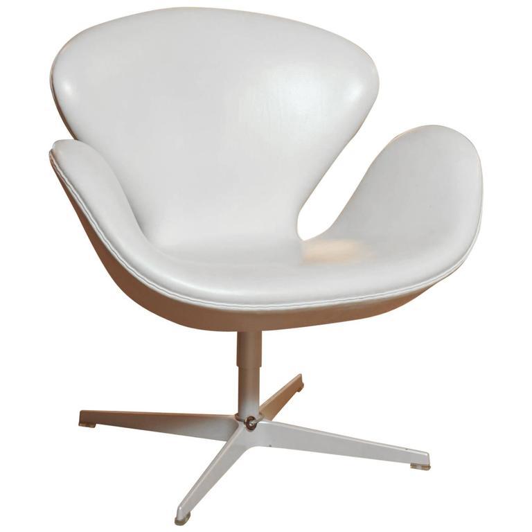 Swan 3120 by Arne Jacobsen