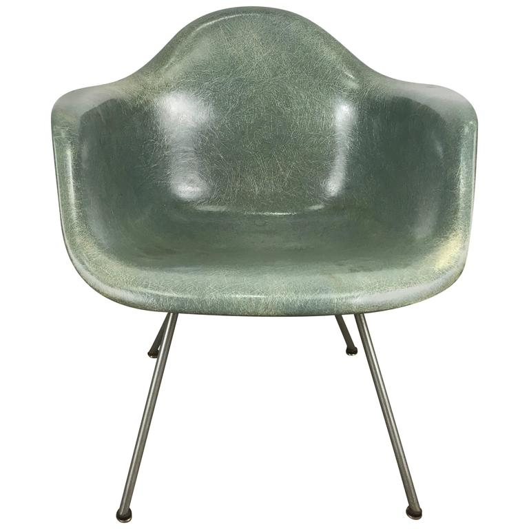 Classic Modernist Charles and Ray Eames Arm Shell Lounge Chair, Zenith