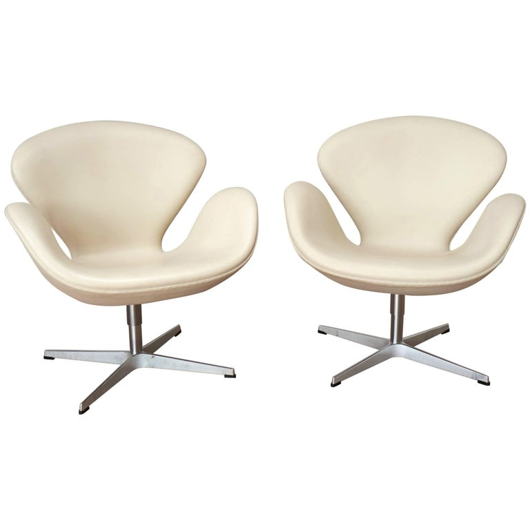 Pair of Arne Jacobsen 3320 Swan Chair
