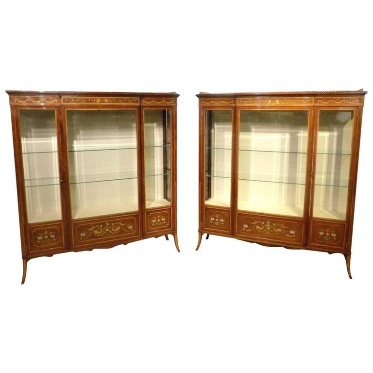 Stunning Quality Pair of Fiddleback Mahogany Inlaid Antique Display Cabinets  For Sale - Stunning Quality Pair Of Fiddleback Mahogany Inlaid Antique Display