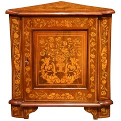 Early 19th Century Dutch Walnut Marquetry Corner Cabinet with Inlay Decor