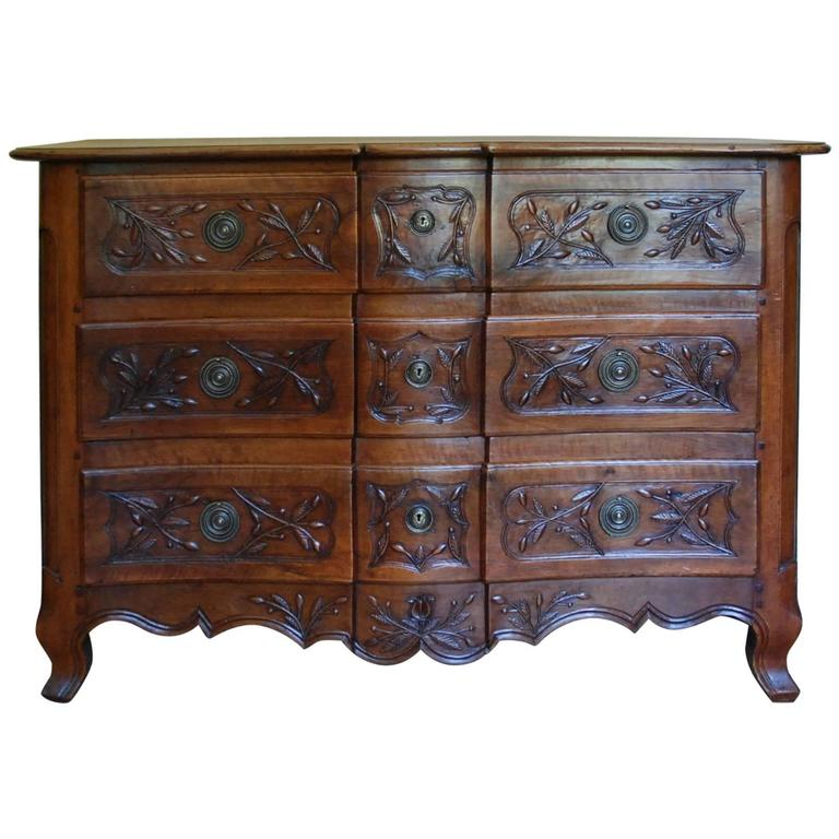 Early 19th Century Walnut French Commode For Sale