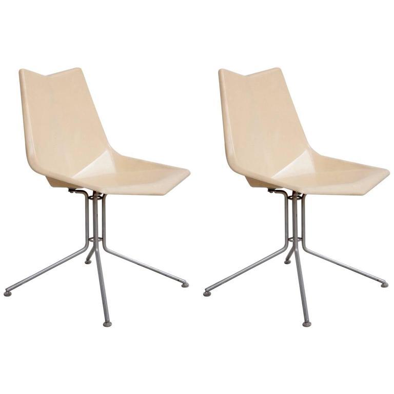 Pair of White Paul McCobb Origami Fiberglass Side Chairs on Rare Base, USA 1950s