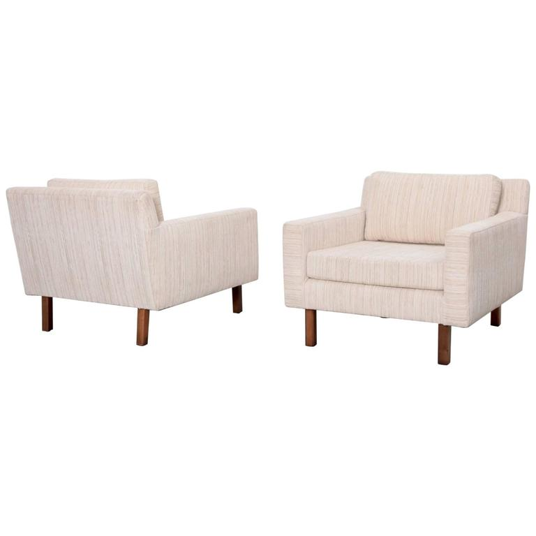 Pair of Wide Milo Baughman Lounge Chairs for Thayer Coggin