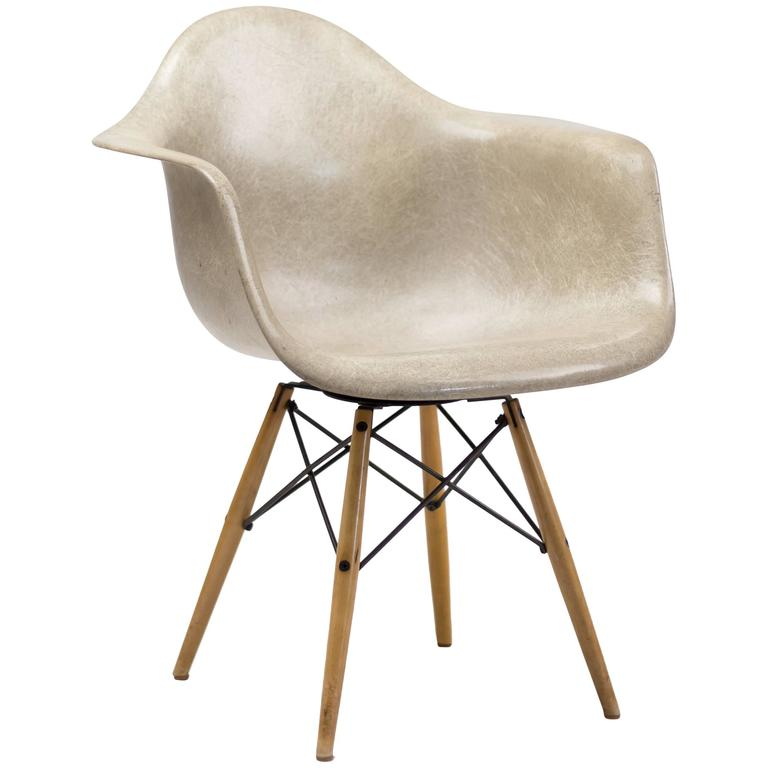Charles Eames PAW Rope Edge Dowel Leg Swivel Chair
