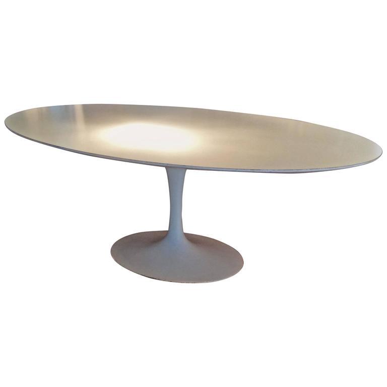 Vintage Knoll Oval Tulip Dining Table By Saarinen