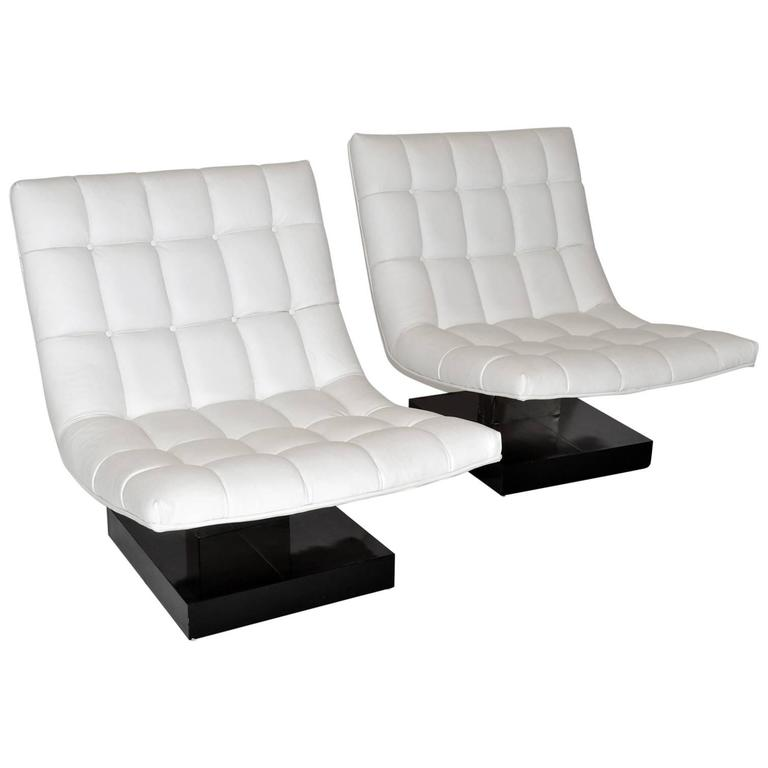 Pair of Milo Baughman Leather Scoop Lounge Chairs for Thayer Coggin, 1980s