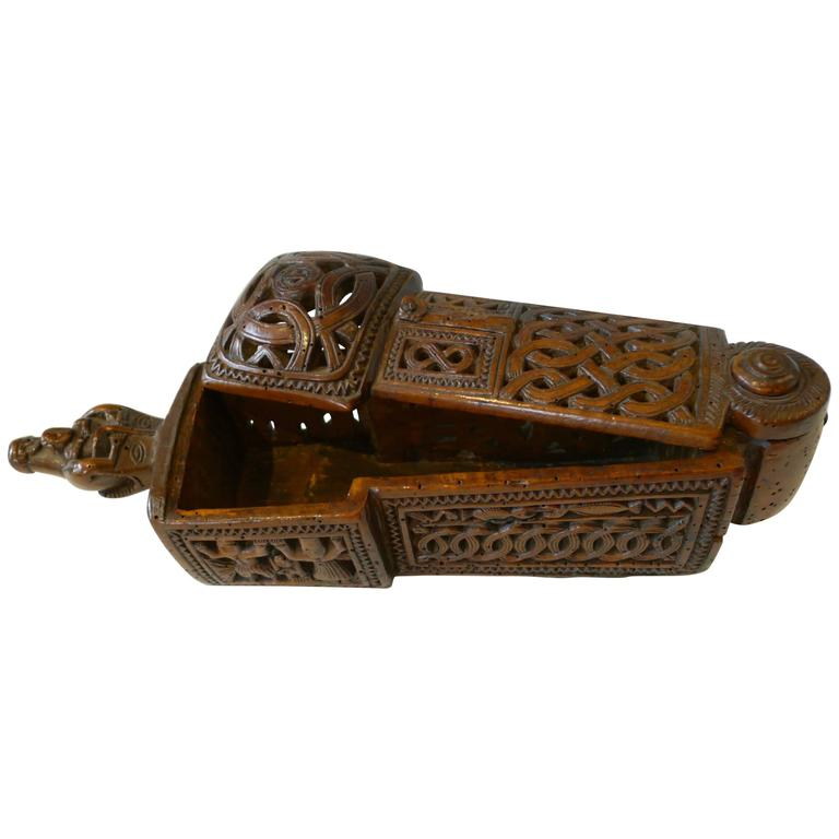 Flatware box with sliding lid ( 17th Century) For Sale
