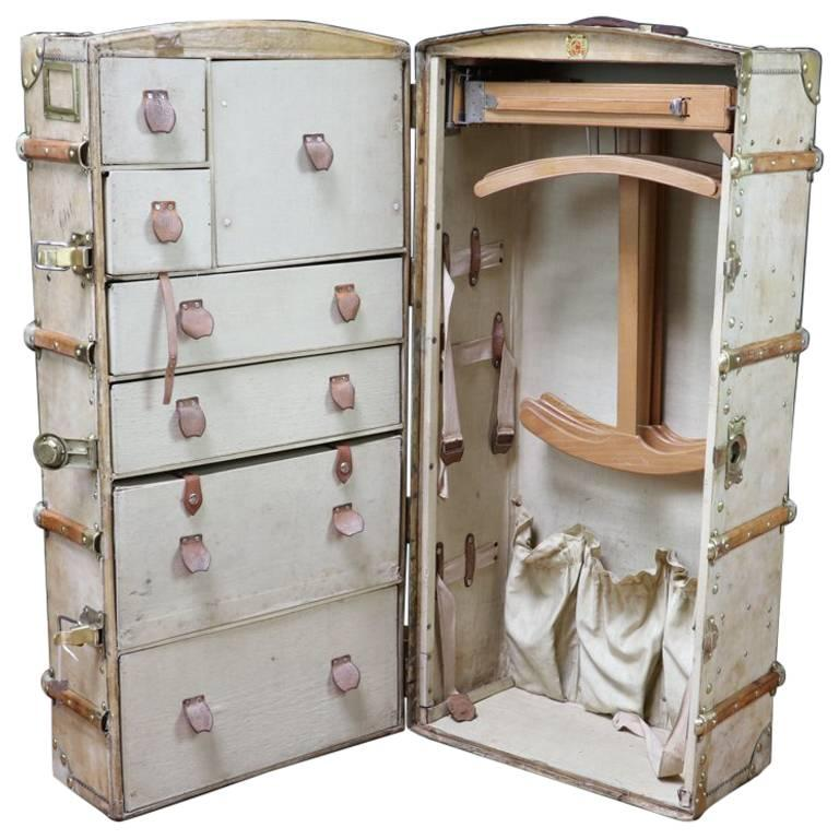 1930s Cosmopolis Wardrobe