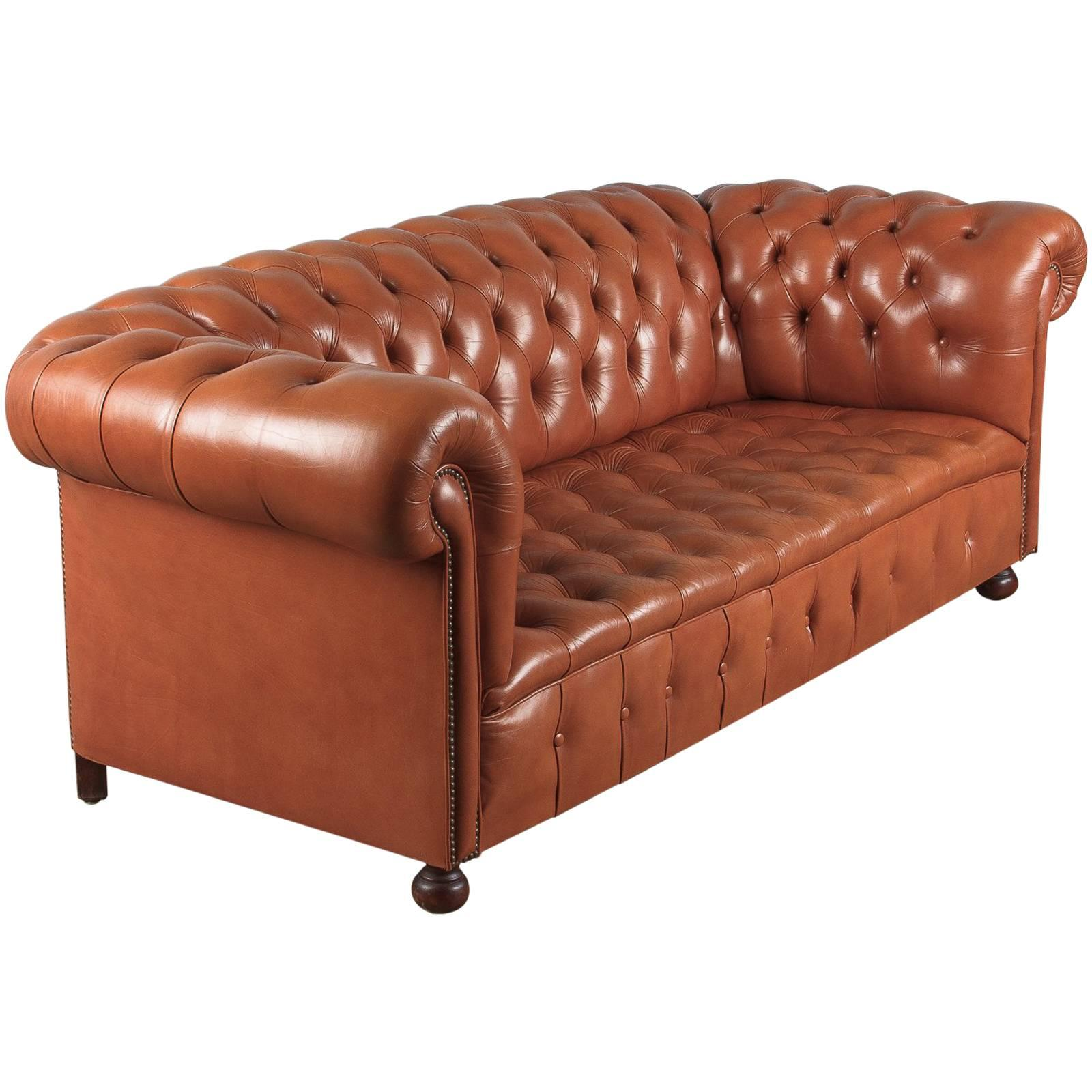 Merveilleux Vintage English Leather Chesterfield Sofa, 1960s