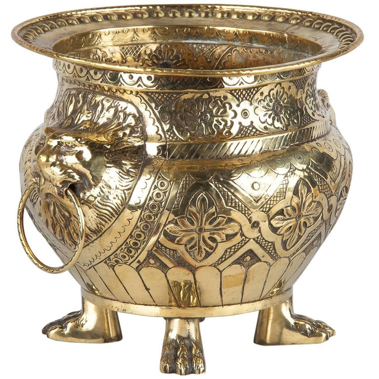 French Renaissance Style Sculpted Brass Wine Cooler, 1870s For Sale