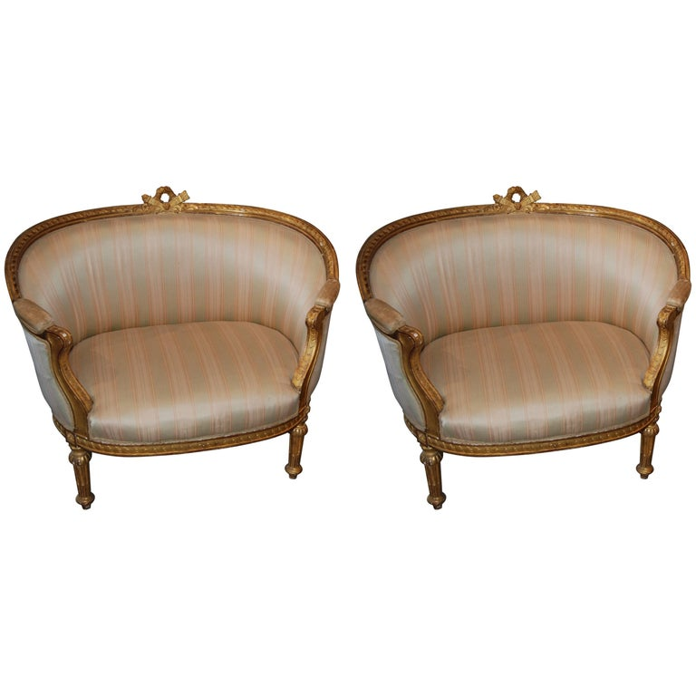 Exceptional Pair of Carved and Gilded Marquis Armchairs 1