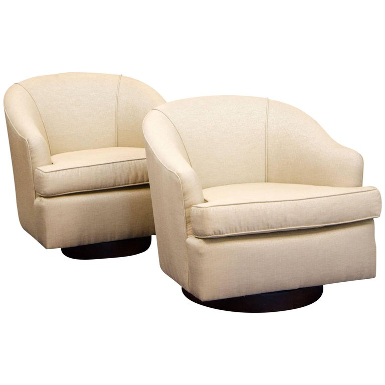 Pair of Swiveling Barrel Lounge Chairs, Attributed to Milo Baughman
