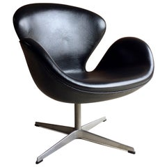 Arne Jacobsen Swan Chair Black Leather for Fritz Hansen, 2002, Danish