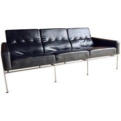 Arne Jacobsen Model 3300 Three-Seat Black Leather Sofa by Fritz Hansen, 1960s