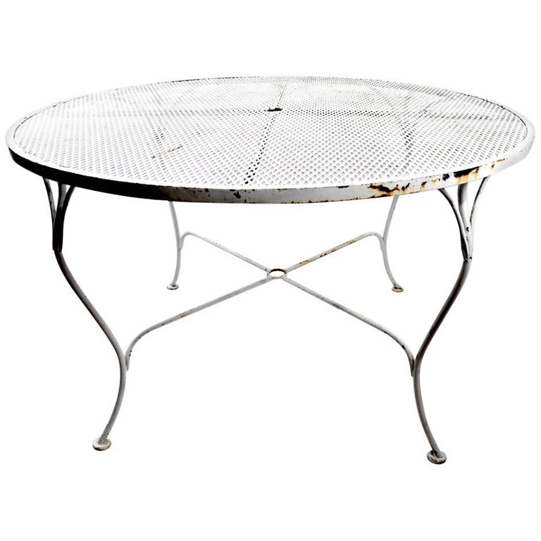Round Woodard Dining Table with Cabriole Legs and Mesh Top