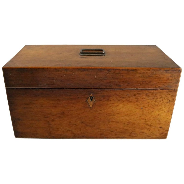Antique English Georgian Mahogany Tea Caddy, Inlaid Escutcheon, circa 1870 For Sale