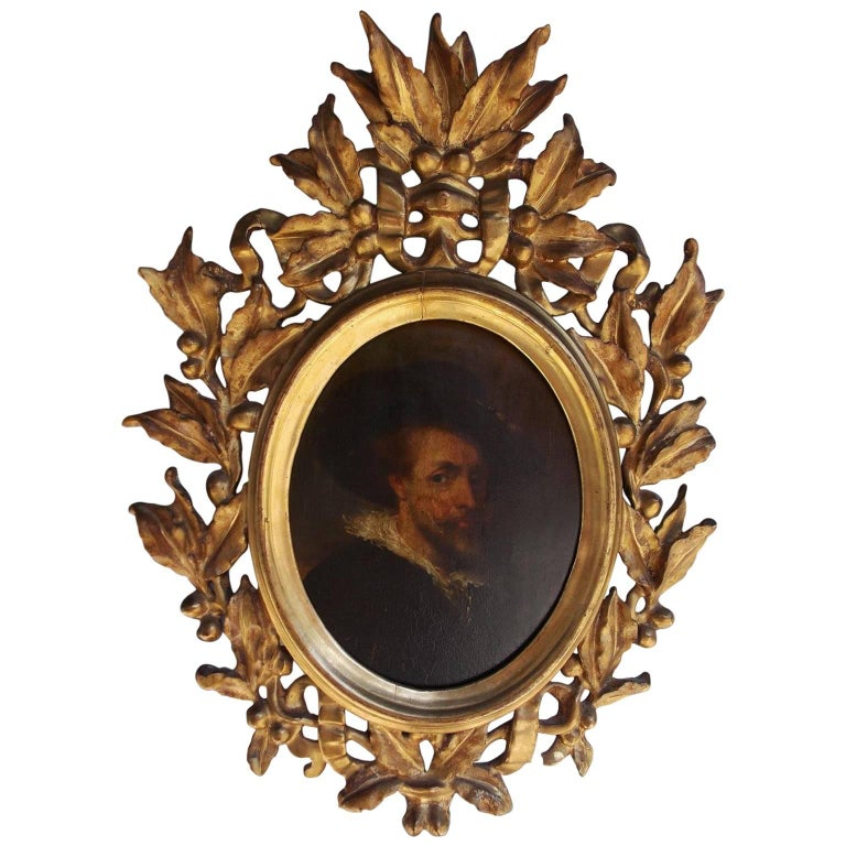 Italian Oval Oil on Board Gilt Carved Wood Portrait of a Gentleman, Circa 1770 For Sale