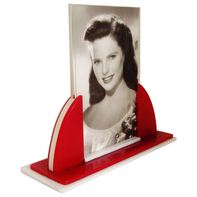 English Art Deco Red, White and Clear Lucite Odeon Style Desk Photo Frame For Sale