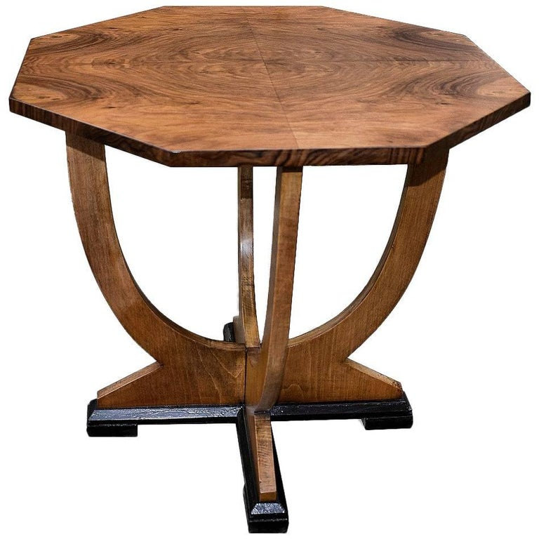 original english 1930s art deco walnut occasional table for sale at 1stdibs. Black Bedroom Furniture Sets. Home Design Ideas