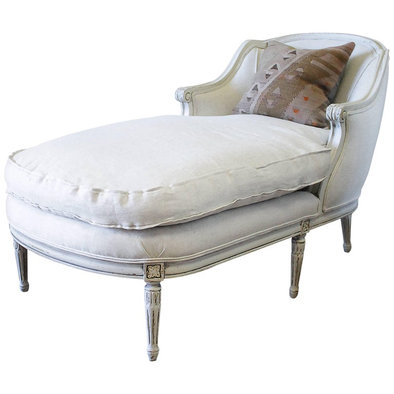 Antique louis xvi style painted chaise longue at 1stdibs for Chaise louis xvi
