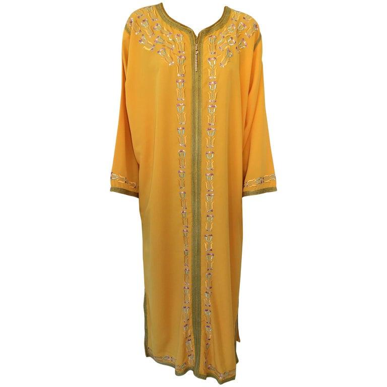 Elegant Moroccan Caftan Yellow Gold Embroidered with Moorish Designs