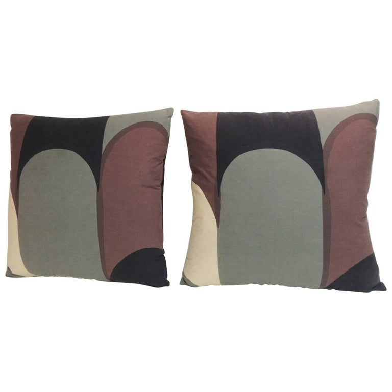 Modern Graphic Pillow : Pair of Vintage Graphic Modern Decorative Pillows For Sale at 1stdibs