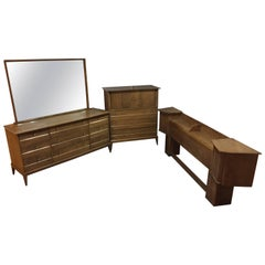 "Mid-Century Modern Heywood-Wakefield Sable Color 'Cadence"" Bedroom Set"