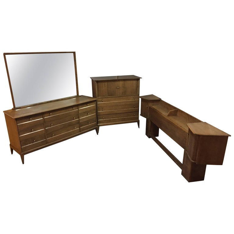 Mid century modern heywood wakefield sable color 39 cadence bedroom set for sale at 1stdibs for Mid century modern bedroom set
