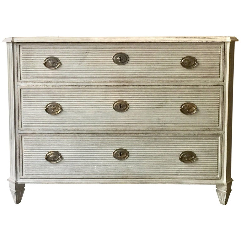 Swedish Gustavian Chest of Drawers with Reeded Front 1