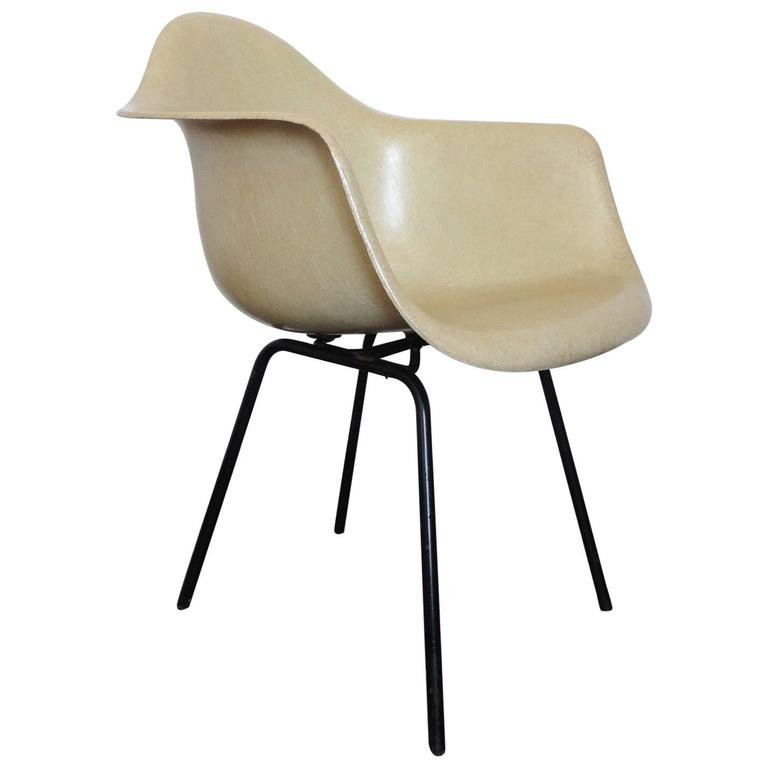 Fiberglass Armchair by Charles & Ray Eames for Herman Miller, 1950s For Sale