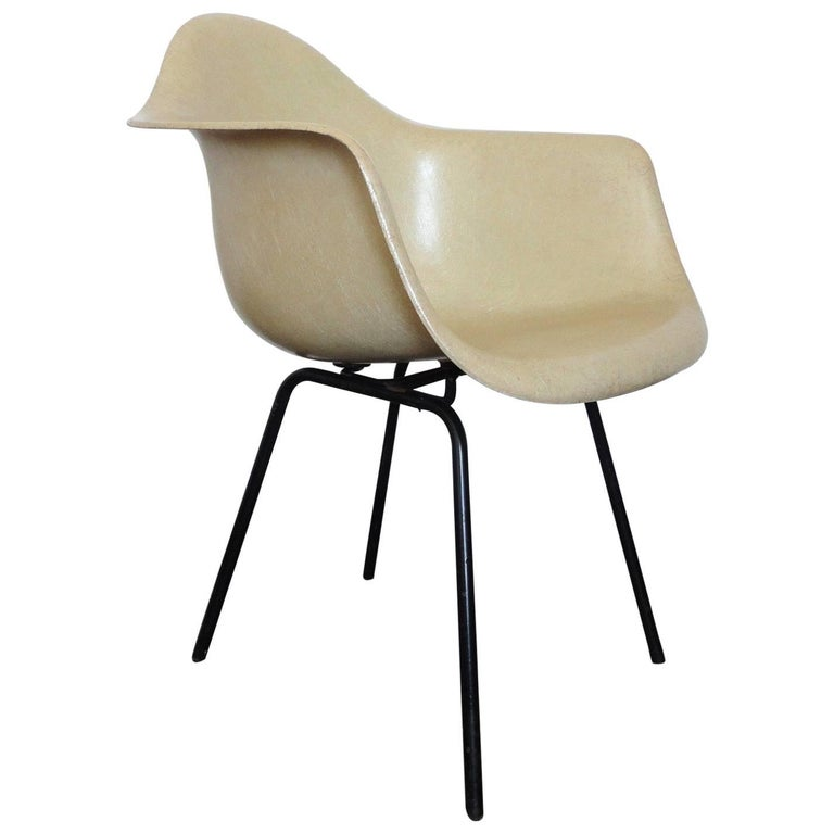 Fiberglass Armchair by Charles & Ray Eames for Herman Miller, 1950s 1