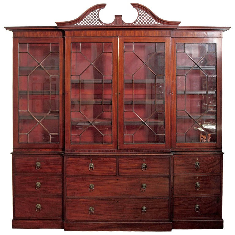 Elegant Period George III Mahogany Breakfront Bookcase / China Cabinet For Sale