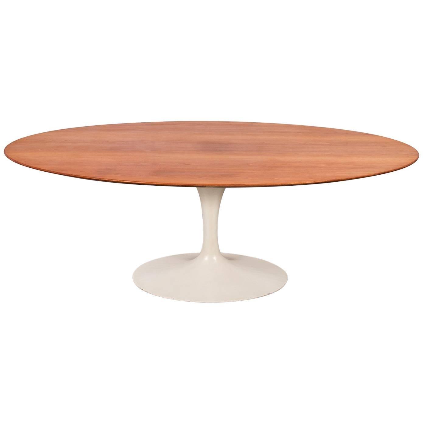 Eero Saarinen Tables 90 For Sale at 1stdibs