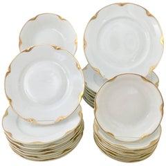 1930s Porcelain and 18-Karat Gold Dinnerware Set of 31 Pieces