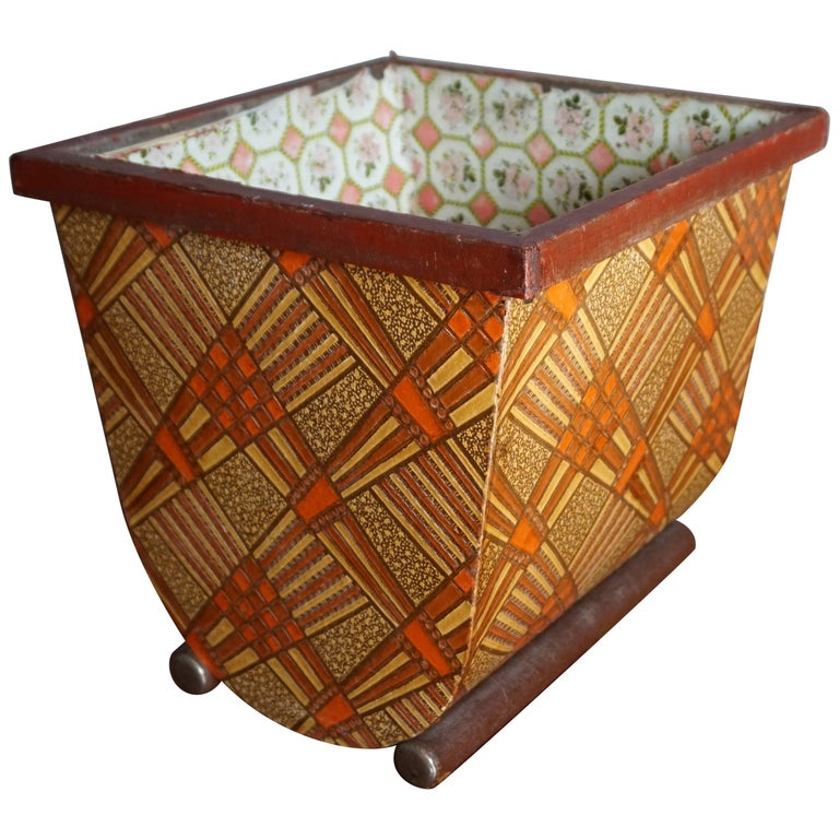 Early 20th Century Small and Geometric Design Vintage Art Deco Waste Bucket