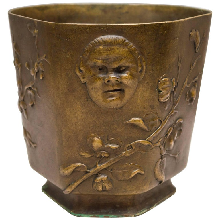 Japonesque Bronze Cache Pot by Berndorf, Austria, circa 1890 For Sale