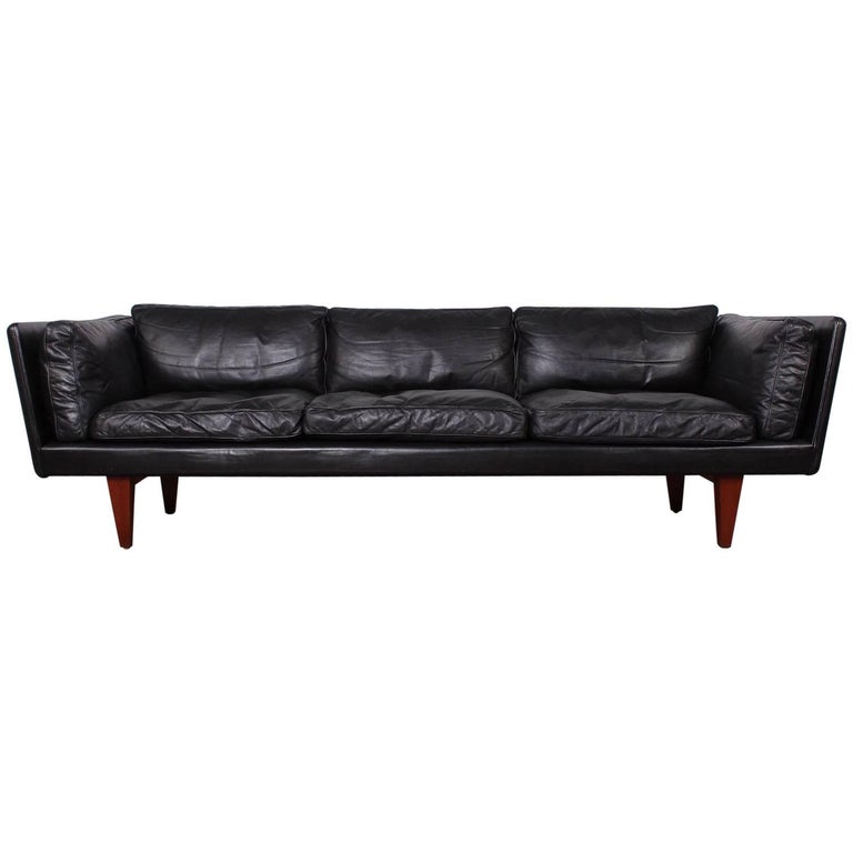 Leather V11 Sofa by Illum Wikkelsø 1