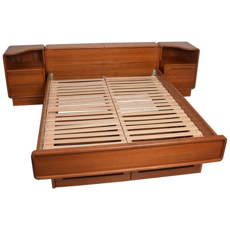 danish modern teak platform bed queen size with nightstands at 1stdibs. Black Bedroom Furniture Sets. Home Design Ideas