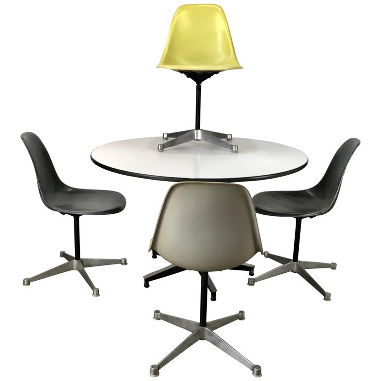 Classic Charles and Ray Eames Dinette Set, Aluminum & Fiberglass, Herman Miller 1