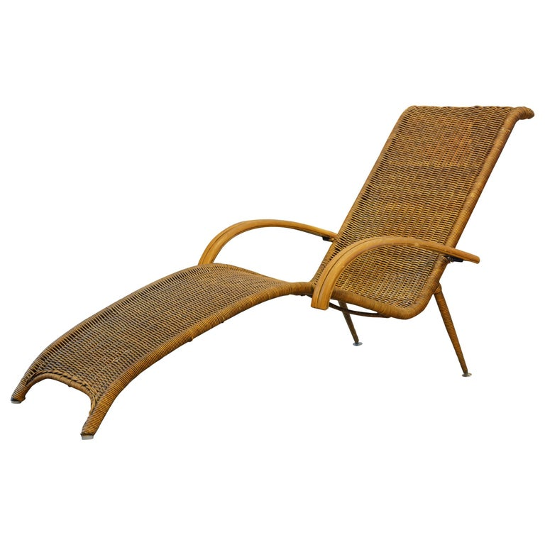 Elegant mid century modern italian style rattan and wood for Chaise longue rattan