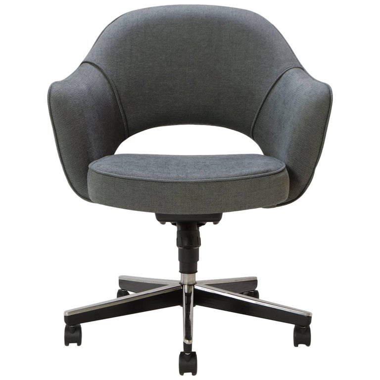 Saarinen Executive Arm Chair in Textured Charcoal Weave, Swivel Base For Sale