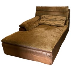 Glamorous Suede Leather Daybed Signed by Rossi di Albizzate